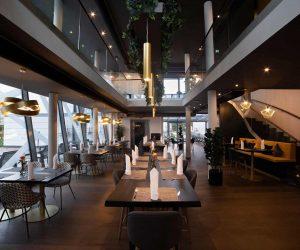 restaurant_interior_from_entrance