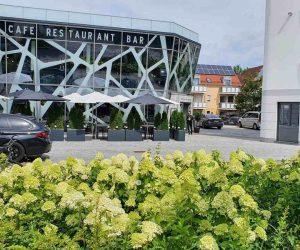 restaurant_terrace_parking